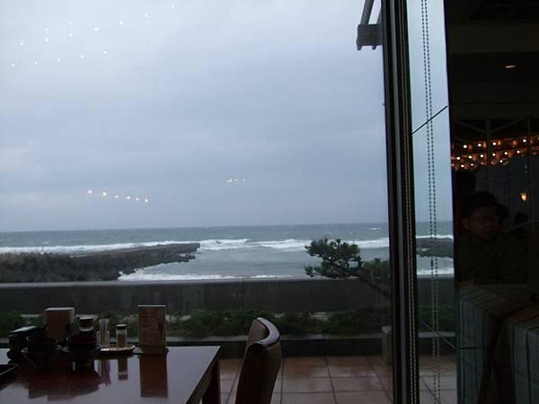 2008-10-24-348第三天早餐餐廳外面.jpg
