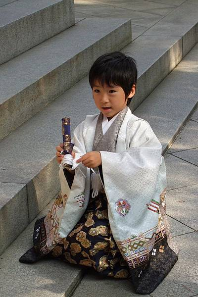 430Day3明治神宮前的小孩.jpg