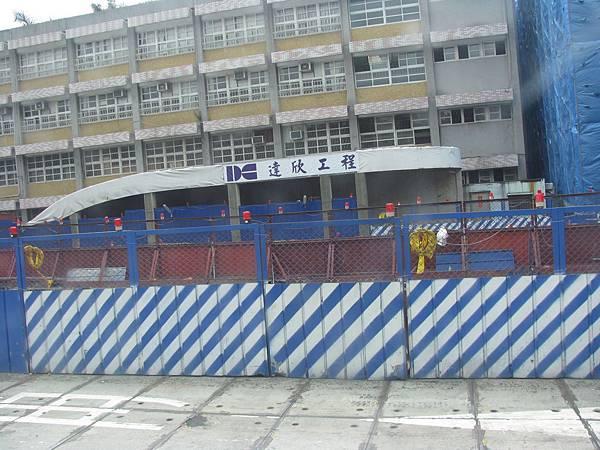 中山國小站 西南側出口.JPG