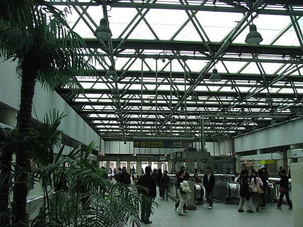 民權西路站穿堂層.JPG