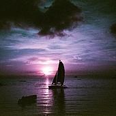 The diamond in the sea. 飛著 跑著 來到了這 想著 望著 未知的面 聽著 靜著 飄然的風 賞著 摸著 海中的鑽 Palau 2014.8 / PPR hotel