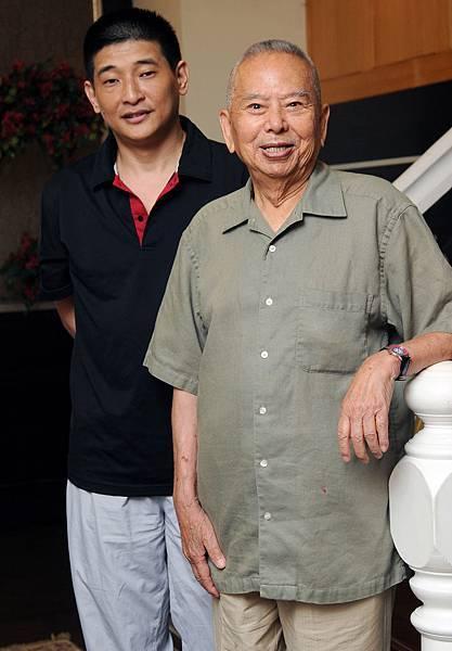 相聲國寶吳兆南(右)及弟子劉增鍇。