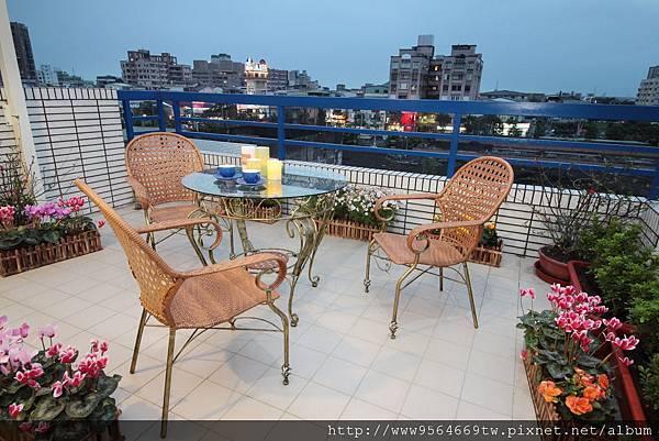 頂樓陽台休息區