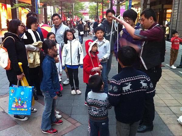 2013-04-07信義區街頭魔術