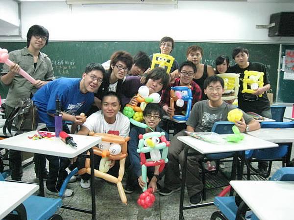 龍華魔術社-氣球研習營-大合照.JPG
