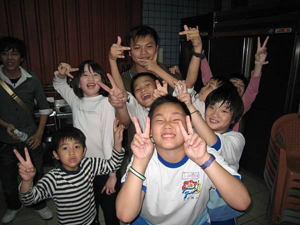 貴格教會魔術教學-小朋友合照4