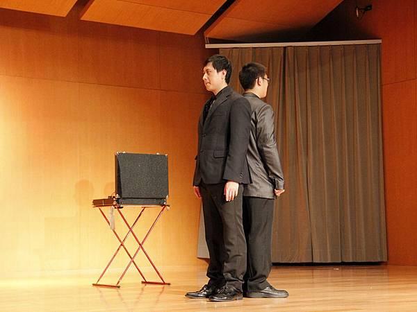 2014-05-01龍華科技大學魔術社「福爾魔斯」魔幻之夜魔術表演2