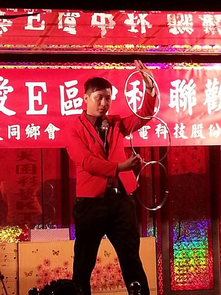 【表演實錄】2014年桃園真愛社區中秋節大會烤晚會-魔術+氣球表演4