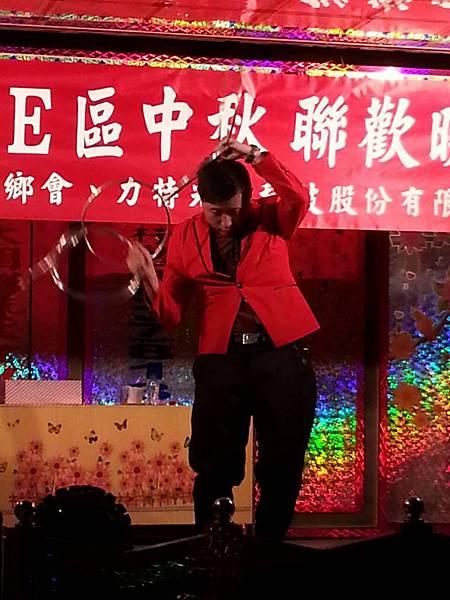 【表演實錄】2014年桃園真愛社區中秋節大會烤晚會-魔術+氣球表演5