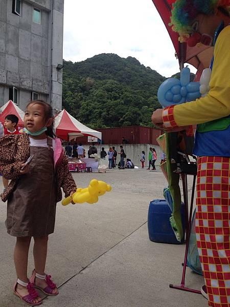 2014-10-04宏益玻璃家庭日-小丑氣球+活動工讀2