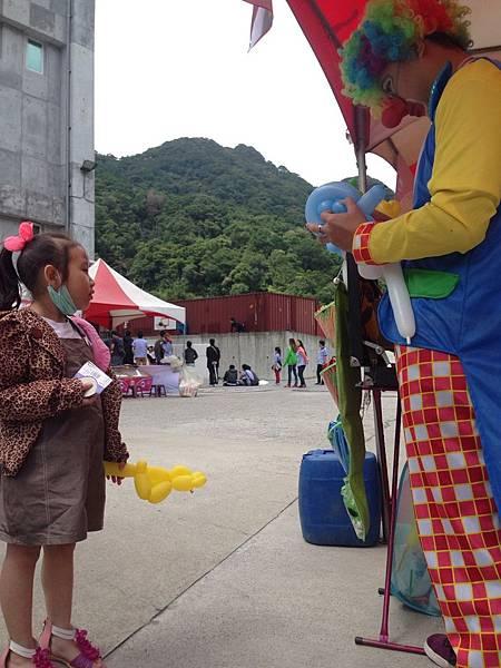 2014-10-04宏益玻璃家庭日-小丑氣球+活動工讀6