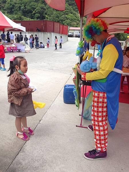 2014-10-04宏益玻璃家庭日-小丑氣球+活動工讀7
