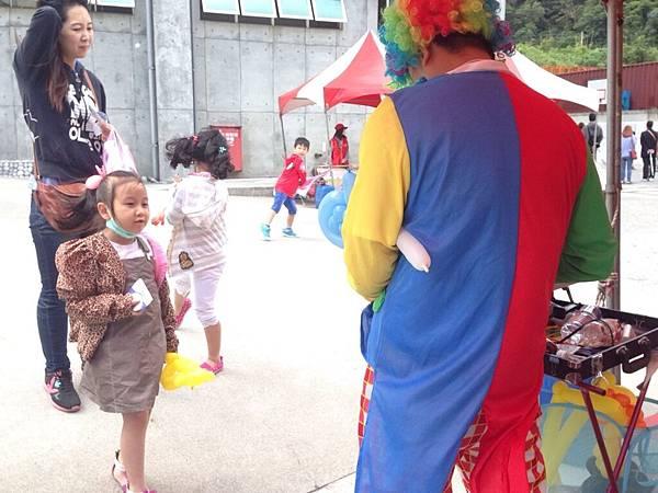 2014-10-04宏益玻璃家庭日-小丑氣球+活動工讀8