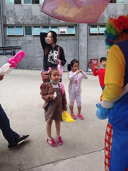 2014-10-04宏益玻璃家庭日-小丑氣球+活動工讀9
