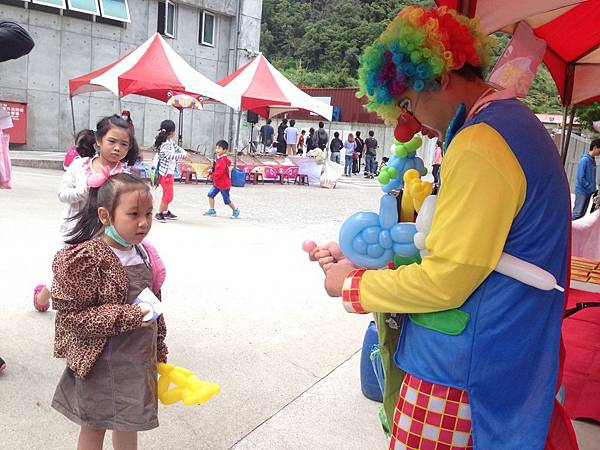 2014-10-04宏益玻璃家庭日-小丑氣球+活動工讀12