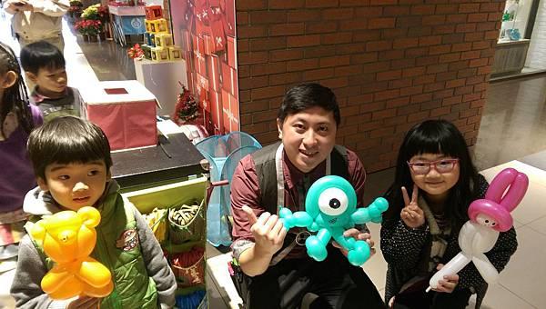 2014-12-13~12-14松山火車站街頭氣球3.jpg