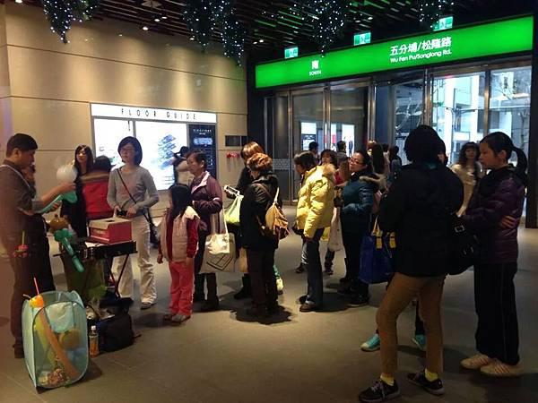 2014-12-13~12-14松山火車站街頭氣球24.jpeg