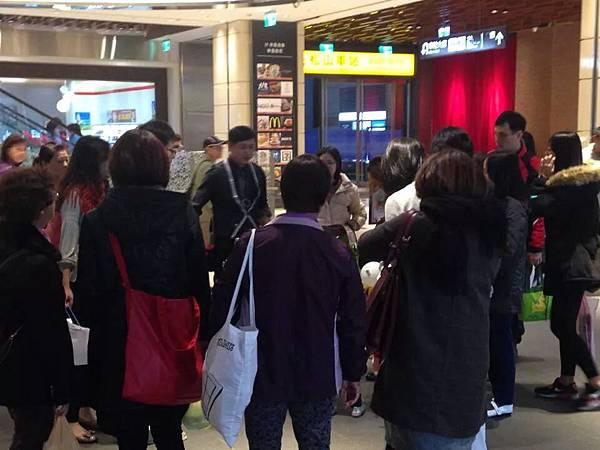 2014-12-13~12-14松山火車站街頭氣球25.jpeg