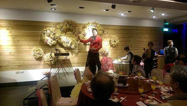 2015-01-17國中好同學文定之喜-喜宴魔術表演10