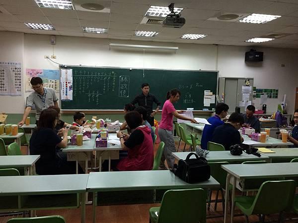 2015慧燈高中氣球研習1.JPG