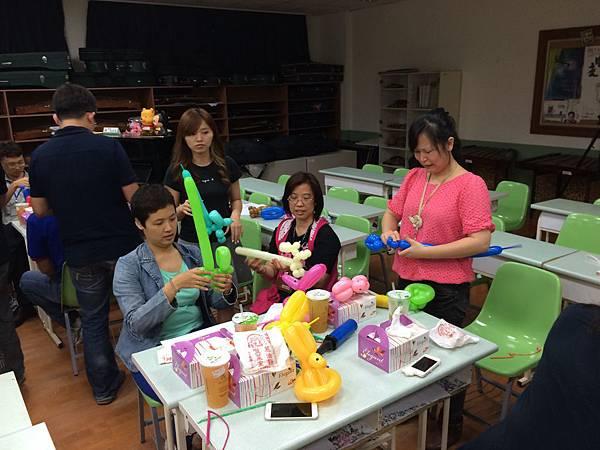 2015慧燈高中氣球研習25.JPG