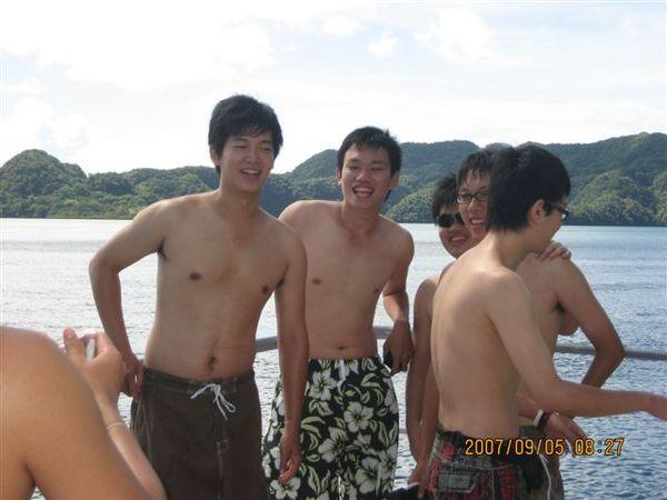 26.還是白白的裸男們.JPG