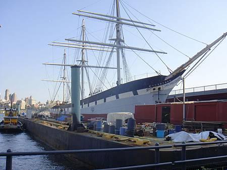 停靠在南街海港的骨董船