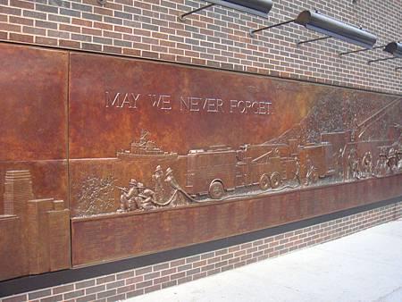 紀念911的黃銅浮雕