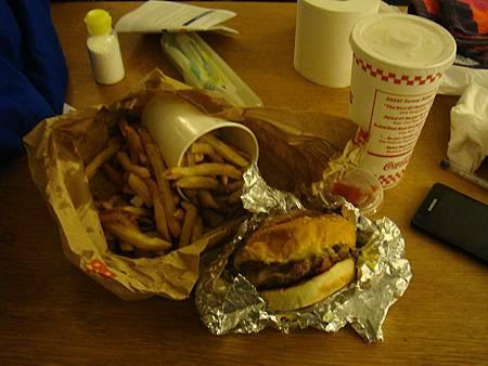 Five Guys的漢堡跟薯條