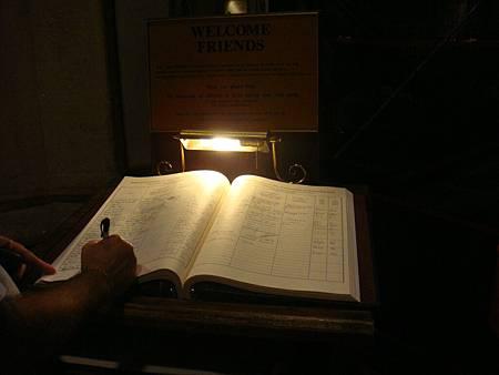 聖派翠克教堂內的簽到簿