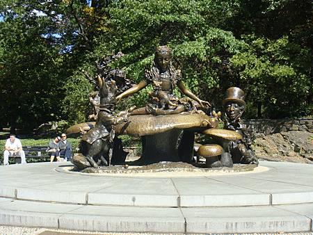 愛麗絲夢遊仙境雕像