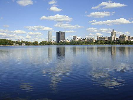 公園內的大湖