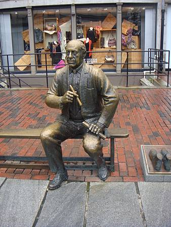 Quincy雕像
