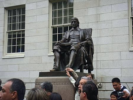 John Harvard雕像