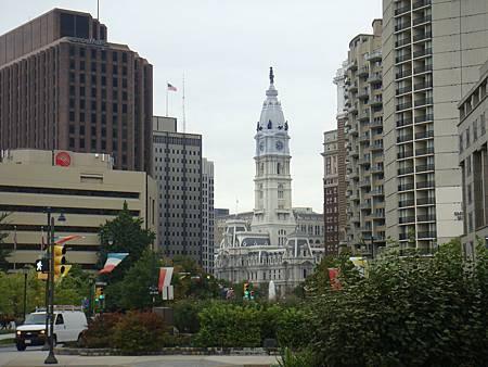 羅根廣場看市政廳