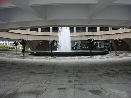 大廳的十二生肖銅像