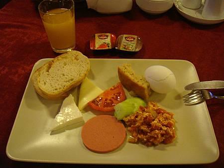 早餐與飯店大廳。
