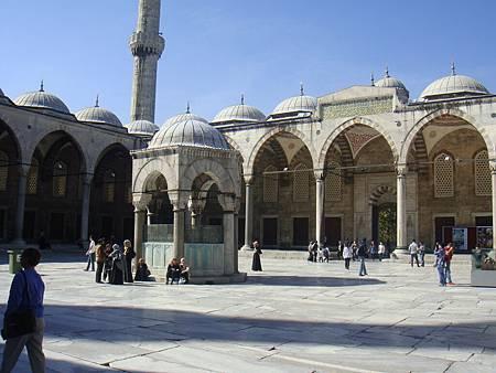 藍色清真寺前院
