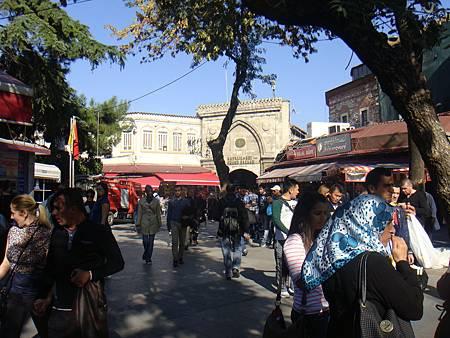 有頂大市集貝亞濟廣場側的入口