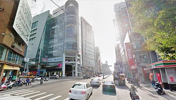 ◆小熊House【售】☆新時代百貨旁方正角地★(東區)