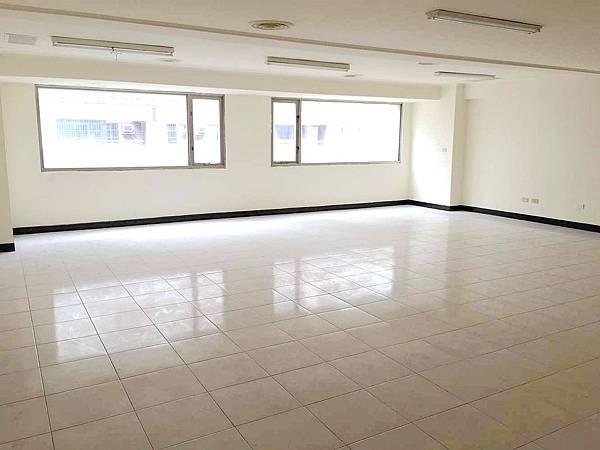 ◆小熊House【售】☆興大旁大面寬雙透店★(南區)
