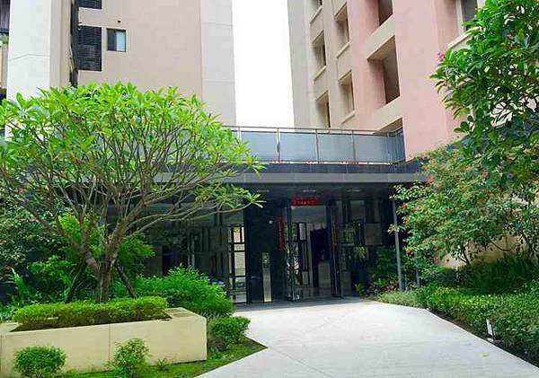 4.大樓入口.jpg