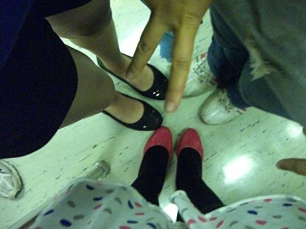 大家的鞋+YA (猜猜手是誰的)