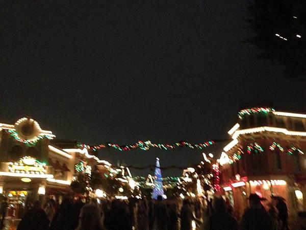入夜後的主街 Main Street