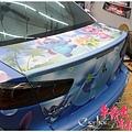 《MITSUBISHI FORTIS 客製化全車彩貼&大燈幻彩水藍、尾燈茶色燻黑改色包膜》   設定全車以藍色系為主色,採用夏日海灘的情境,陽光、浪花、衝浪板...等元素
