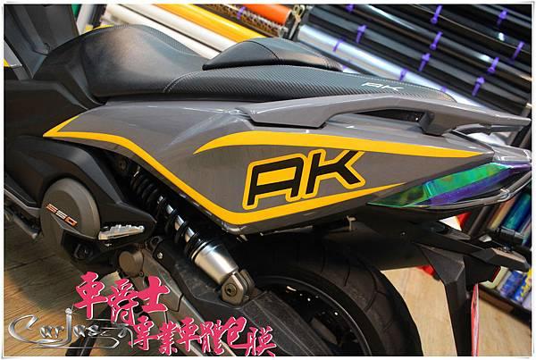 KYMCO AK550客製化車身彩貼&後方向燈幻彩紫包膜