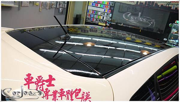 二代MAZDA3 客製化車身彩貼%26;類全景天窗亮黑車頂貼膜%26;前保桿、前下巴高亮黑改色包膜