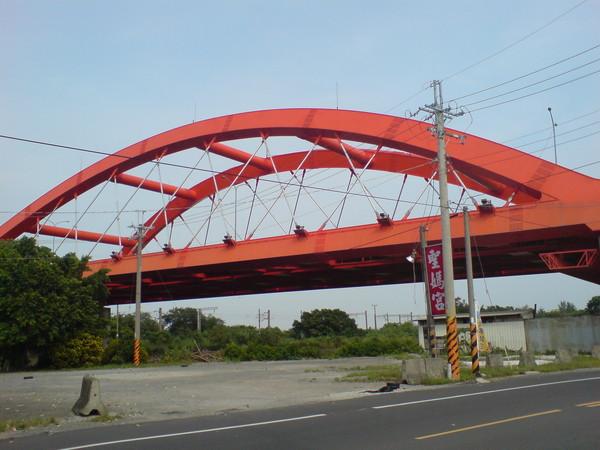 台86虹形拱橋
