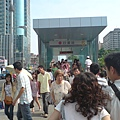 巨蛋站5號出入口