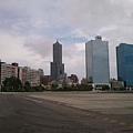 2012.7.21 高雄85大樓與兩棟大樓